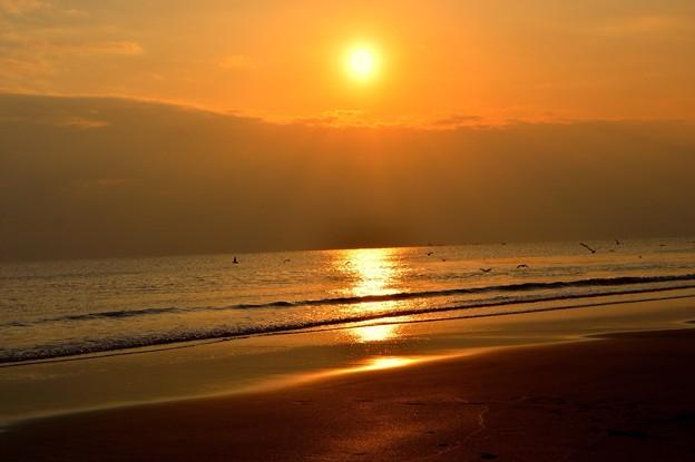 日没を迎える湘南・鵠沼海岸 #湘南 #藤沢 #海 #波 surfing #wave #mysky #夕焼け