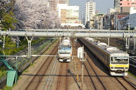 桜とE233系0番台とE231系0番台@東中野-中野 [3/28]