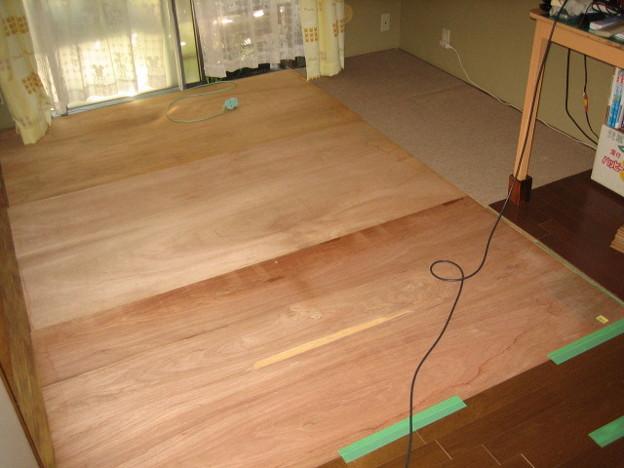 6畳畳の部屋にコンパネ敷き下地作り