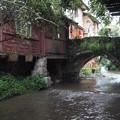 水路に架かる古橋