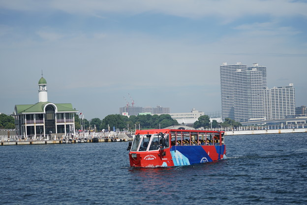 海ゆくバス