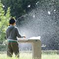 写真: 噴水の子供