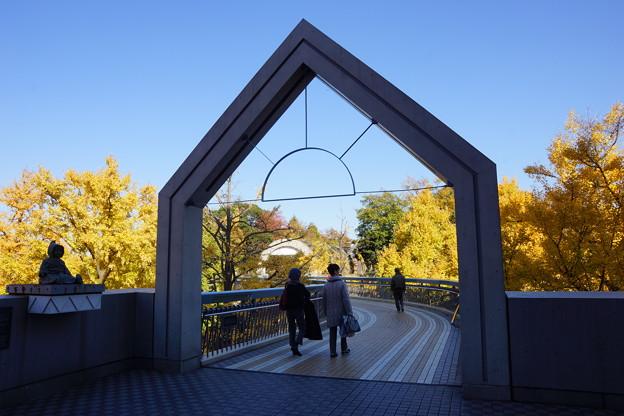 晩秋のポーリン橋