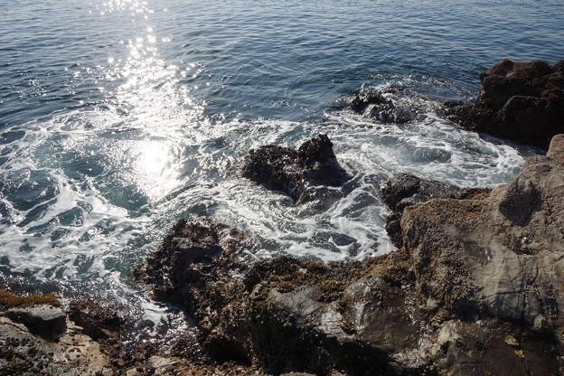 Photos: 岩礁と波