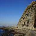 江の島の海と崖