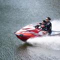 Photos: 疾走するボート