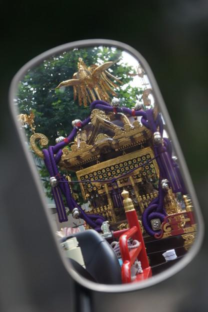 ミラーの中の神輿