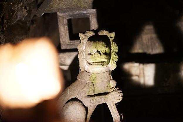 岩屋の石像