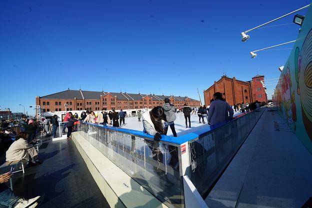 赤レンガ倉庫とスケートリンク