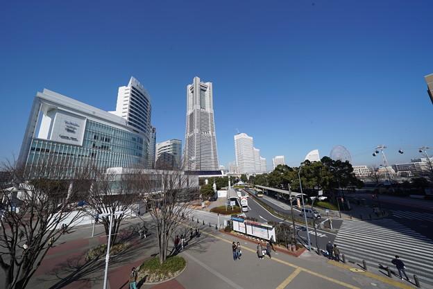 桜木町駅前