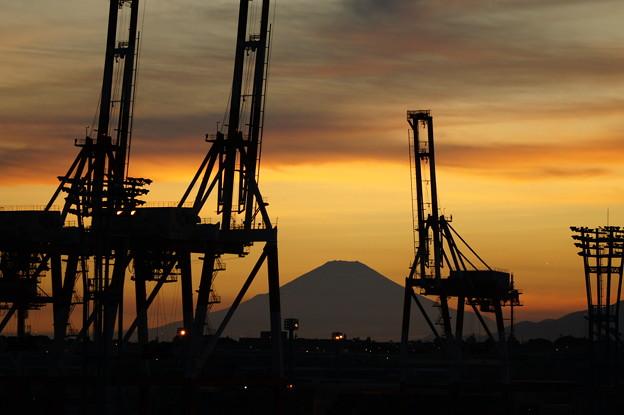 本牧ふ頭からの富士山