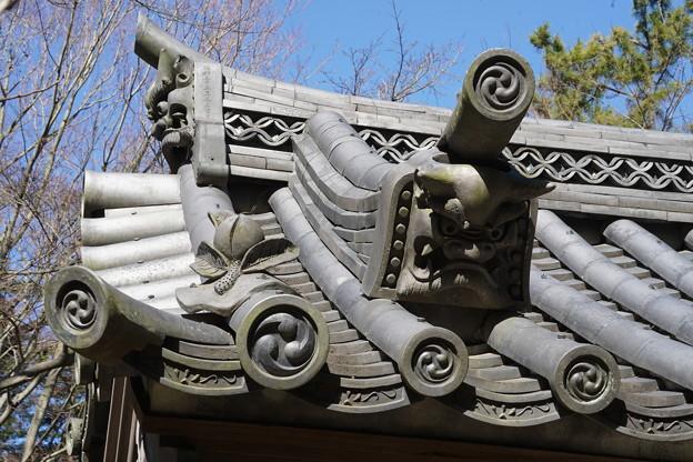 三渓園・海岸門の屋根瓦