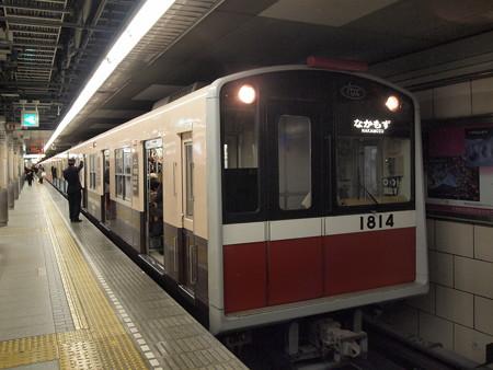 大阪市営地下鉄10系復刻ラッピング車 御堂筋線梅田駅