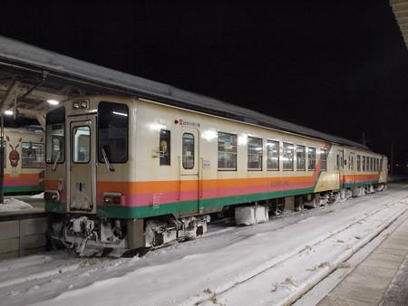 YR800形 フラワー長井線今泉駅