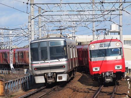 名鉄6800系と3300系の離合 名鉄名古屋本線東枇杷島駅
