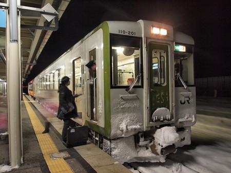 キハ100系 快速べにばな 米坂線今泉駅