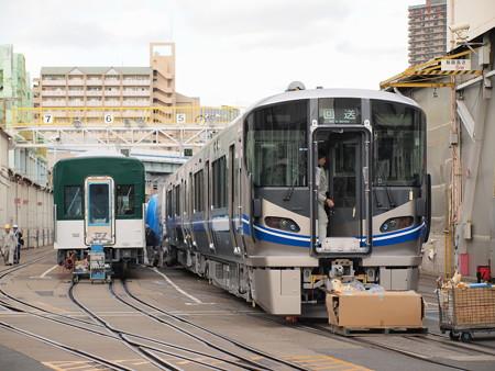 521系と京阪の中間車@川重