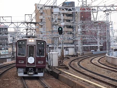 阪急8000系普通 宝塚歌劇団HM付き 阪急宝塚線中津駅