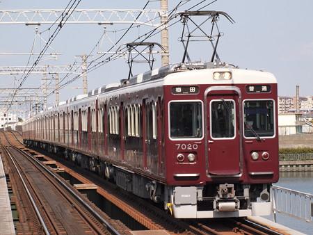 阪急7000系普通 阪急神戸線神崎川駅