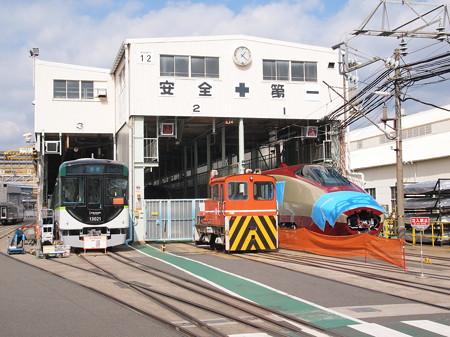 京阪13000系とフリーゲージトレイン