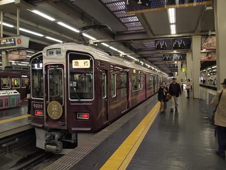 阪急9000系急行 宝塚歌劇団ラッピング 阪急宝塚線梅田駅