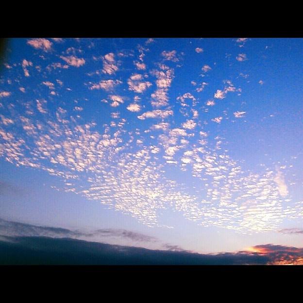 雲を散りばめて。