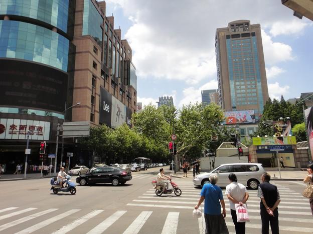 淮海路と茂名南路の交差点の地下鉄駅