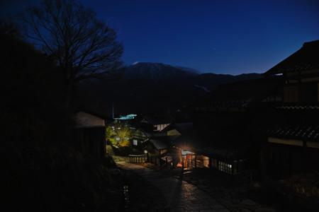 恵那山と宿場