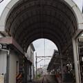 Photos: 線路のトンネル(歩道踏切の屋根)~アオリ撮影