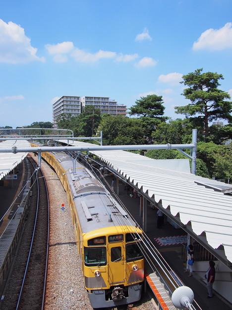 8.20の萩山駅と空と電車