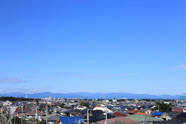 「快晴の青空と山並」