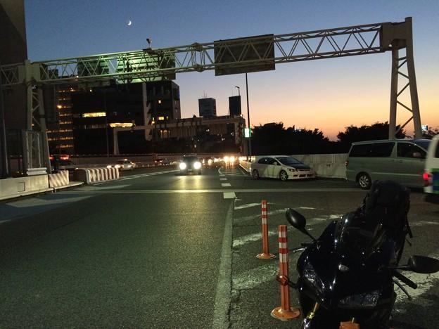Photos: 夕焼けのグラデーションと三日月~9.28