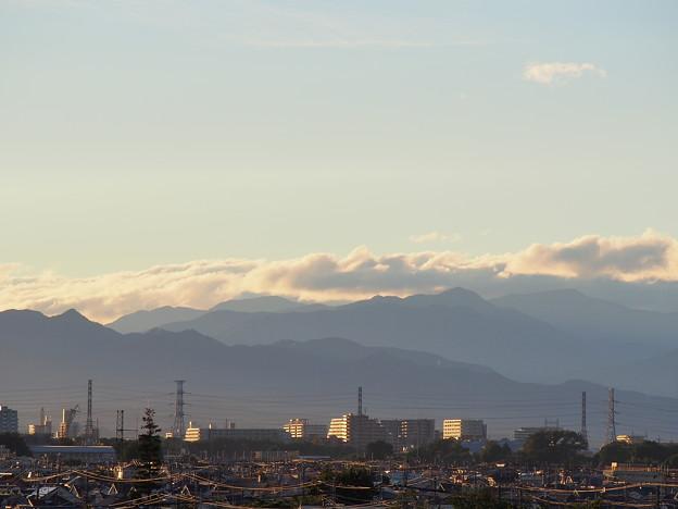 台風一過の空~山並と雲と夕陽