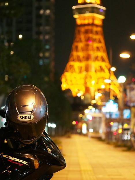 夜の東京タワーと愛車