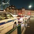 写真: 深夜の東京駅