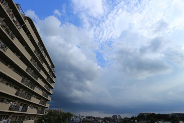 昼下がりの夏空と雲