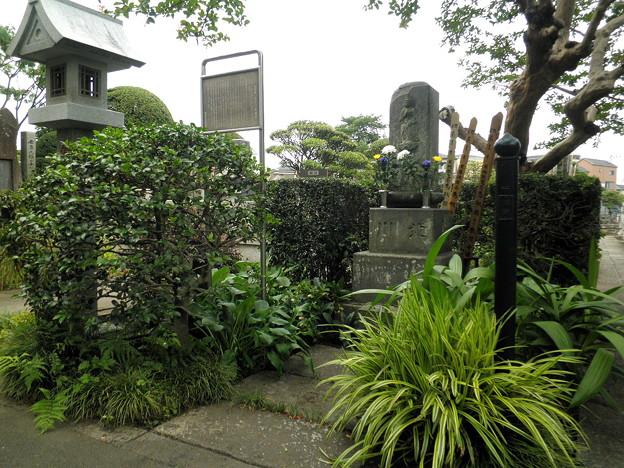 烏山寺町-03専光寺・喜多川歌麿の墓a