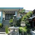 安養寺-02親鸞聖人旅姿の像・本堂