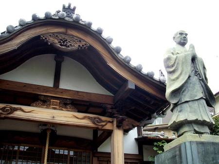 妙光寺(世田谷区奥沢)-03a本堂・日蓮聖人像