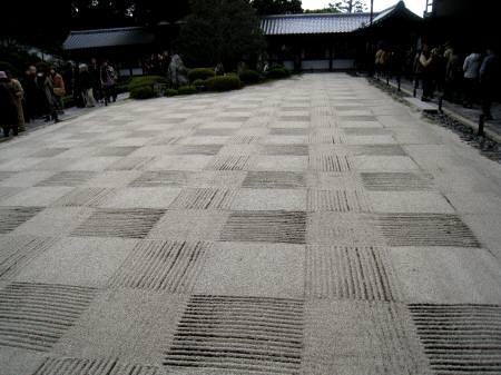 市松模様の庭(開山堂)
