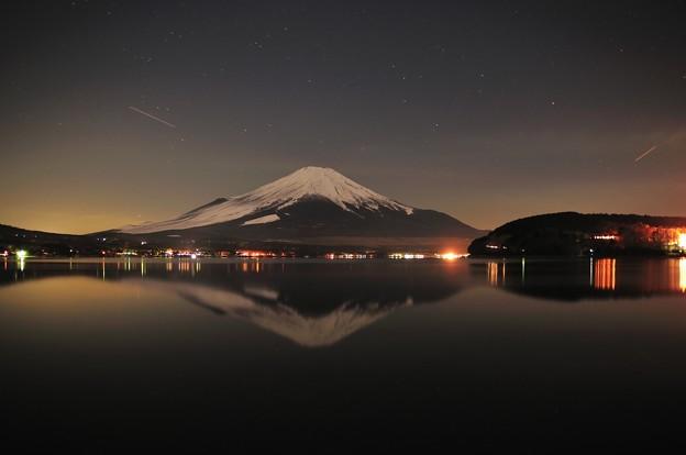 夜の逆さ富士(山中湖)