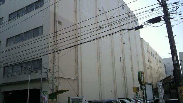 店舗 横側