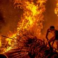 写真: 勝部の火祭り