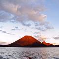 写真: 夕日に映える榛名の赤富士