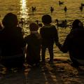 浜辺の家族