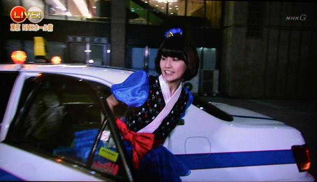 28_タクシー降りるユイちゃん