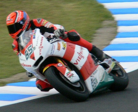 70_65_stefan_bradl_viessmann_kiefer_racing_kalex_2011