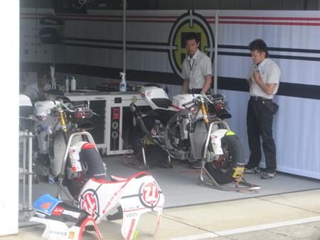 210_gresini_racing_moto2_moriwaki_2011_rd15_