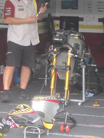 527_vds_racing_team_moto2_suter_2011