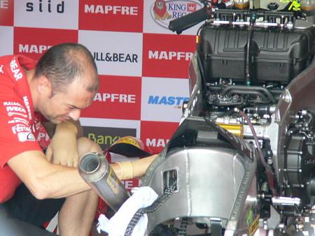 481_mapfre_aspar_team_moto2_suter_2011